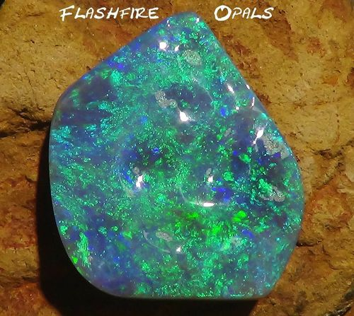 29,1 Carat Black Opal GEM Green-Blue-Turquise